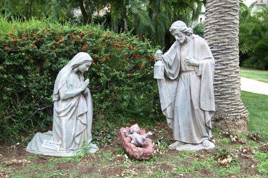 Santuario Madonna delle Lacrime : Скульптуры_Церковь_Мадонны_делле_Лакриме