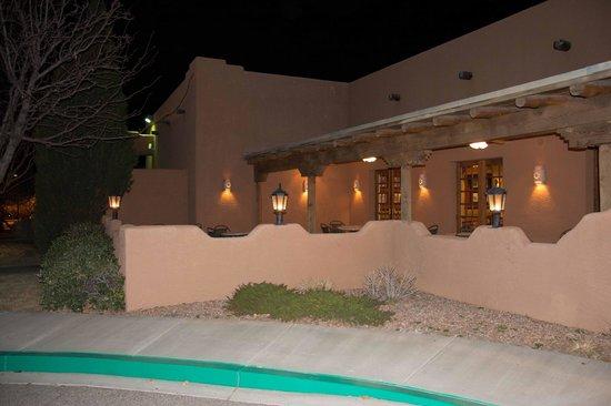 Courtyard Albuquerque: Outside Hotel