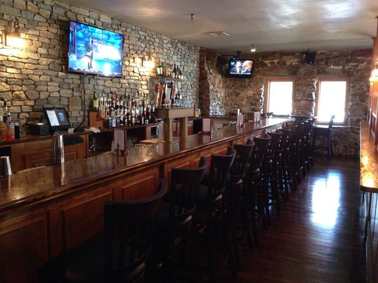 Jailhouse Tavern: Beautiful new bar!