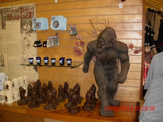 Trees of Mystery: gift shop