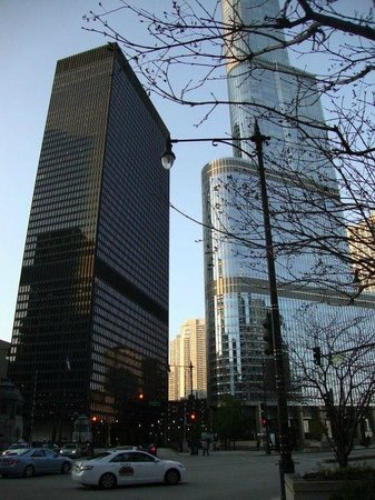 Wyndham Grand Chicago Riverfront: East Wacker Dr
