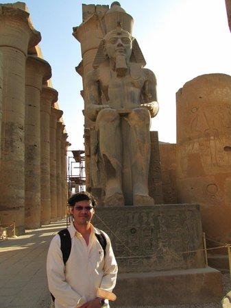 Templo de Luxor: Monumentos