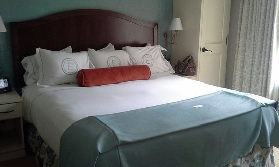 The Elms Hotel and Spa: King bed parlor suite