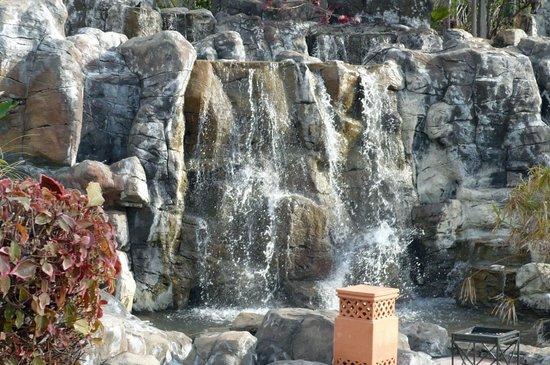 H10 Costa Adeje Palace : Cascade
