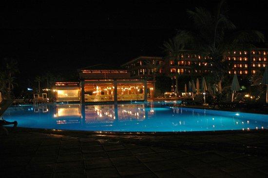 H10 Costa Adeje Palace : vue de nuit