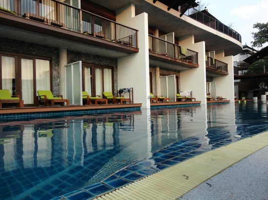 Holiday Inn Resort Krabi Ao Nang Beach: Acesso do quarto à piscina