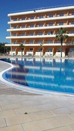 Hotel Apartamento Balaia Atlântico: Piscina