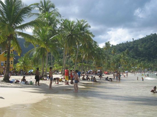 Maracas Bay : Tourist from all over the world in Maracas Beach