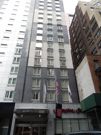 Hampton Inn Manhattan/Times Square South : Exterior of Hotel from 39th Street