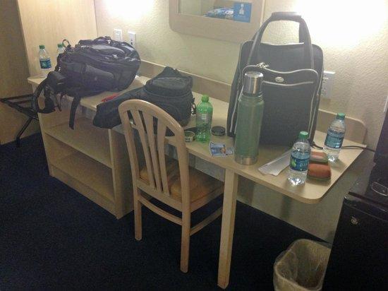 Motel 6 Montgomery Airport - Hope Hull : desk