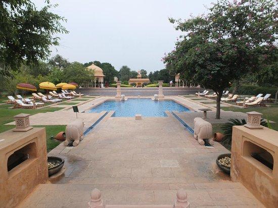 The Oberoi Rajvilas: Jaipur, Oberoi Rajvilas pool area