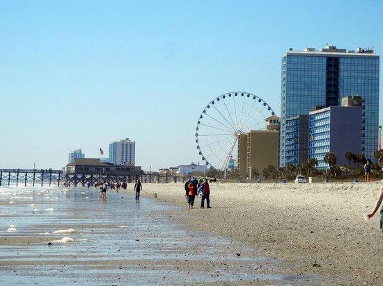 Riptide Beach Club: walk down the beach