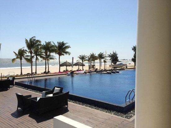 Princess D'An Nam Resort & Spa: Piscine à débordement avec vue sur la mer !