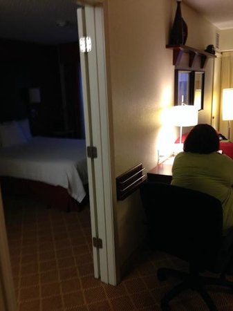 Residence Inn Dothan: Work desk and second bedroom