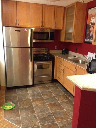 Residence Inn Dothan: In Suite kitchen