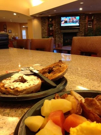Residence Inn Dothan: Amazing daily breakfast