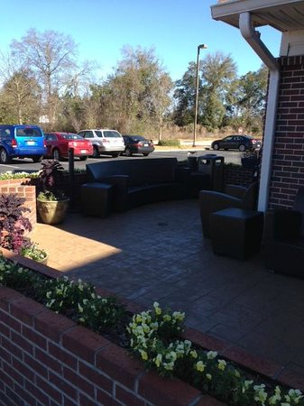Residence Inn Dothan: Outdoor living room with fire pit and BBQ