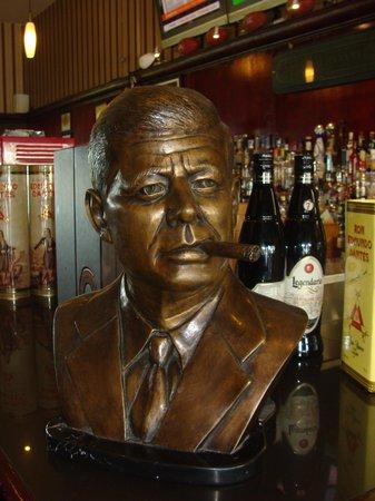 La Casa del Habano: JFK Bust w/ cigar