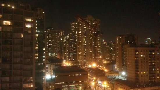 Sofitel Chicago Magnificent Mile: Night view from room #1602 of Chicago