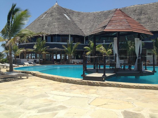 Jacaranda Beach Resort: Piscina centrale