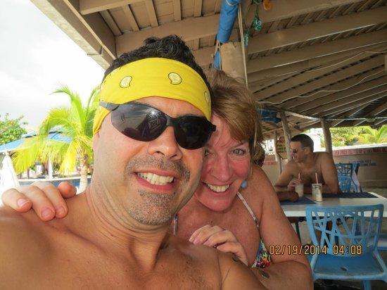 Negril Tree House Resort : Travelpapi in bar area