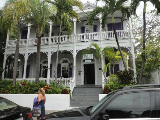Conch Tour Train : some of the beautiful architecture of Key West