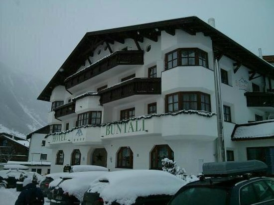 Hotel Büntali: View of the outside