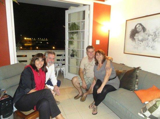 Casa Particular Reina y Paco: En el Living con Paco y Reina