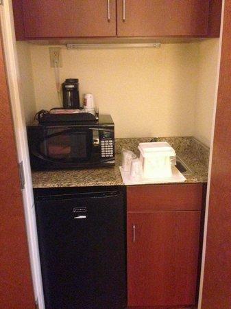Comfort Suites : micro-fridge-coffee