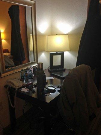 Comfort Suites : Desk