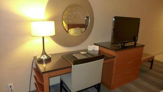 Radisson Hotel & Suites Fallsview: デスク