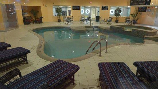 Radisson Hotel & Suites Fallsview : 室内プール