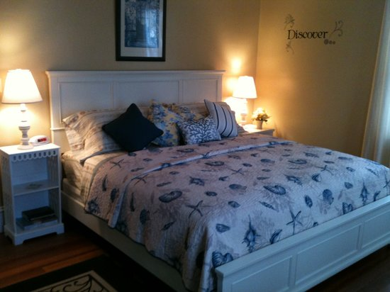 Inn at Lewis Bay: Beach Rose new King Naples Bed