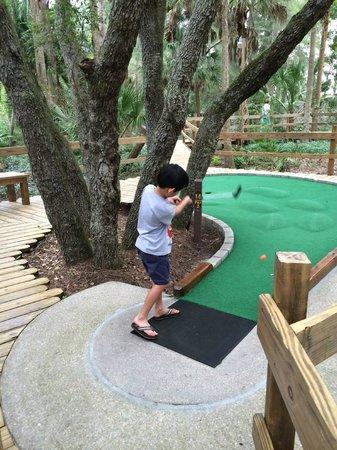 "Castle Golf: ""It's in da hole!"""