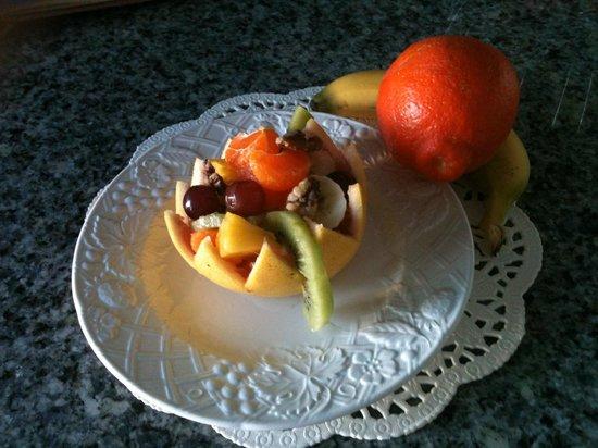 Inn at Lewis Bay: Edible fruit bowl starter