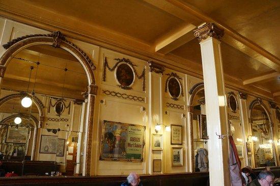 La Mort Subite : intérieur du bar
