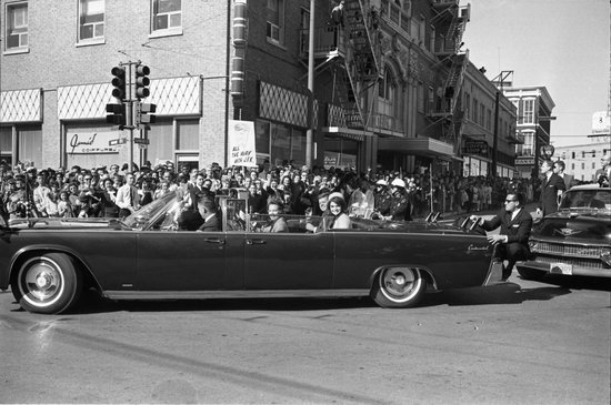 Hotel Indigo Dallas Downtown : JFK's limousine passed in front of the building on 22nd November 1963