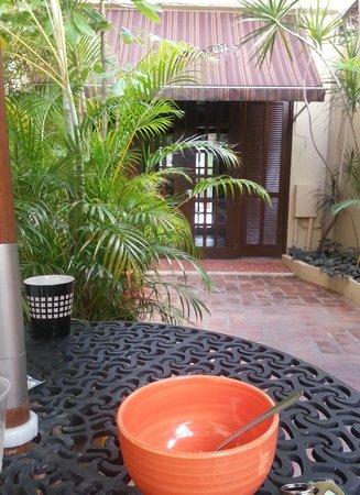 Canario Boutique Hotel: Patio area