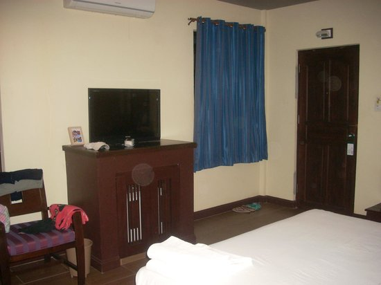 Rose Bay Resort: комната...вечный мрак