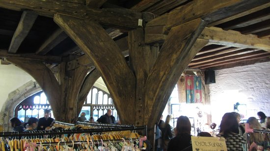 Merchant Adventurers' Hall : Particolare di una giunzione Pilastro / Travi