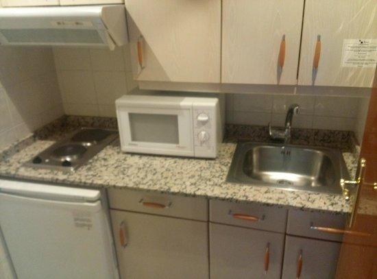 Aparto Suites Muralto: Cocina