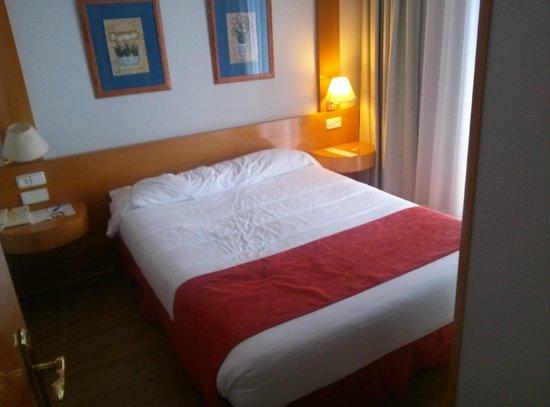 Aparto Suites Muralto: Dormitorio