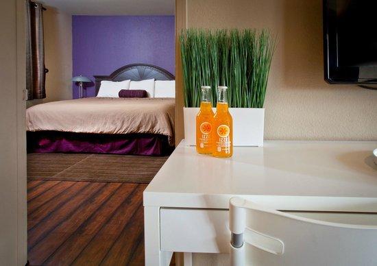 Alura Inn: Two Room Suite