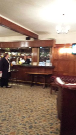 Manor House Hotel & Spa: and the bar again ... ooh there was a tv