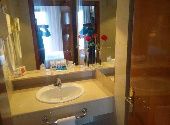 Aparto Suites Muralto: Baño