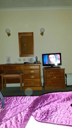 Manor House Hotel & Spa: view from the bed, tv dresser