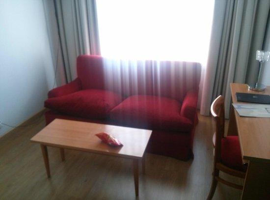 Aparto Suites Muralto: Salón