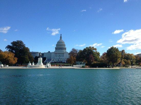 Capitol Hill: Издалека