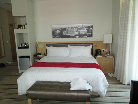 Masa Square Hotel : King bed
