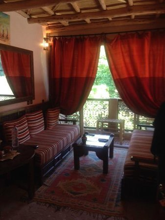 Riad Dar Imlil : Deluxe Suite couch with Balcony 2
